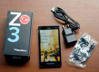 perbedaan antara blackberry z10