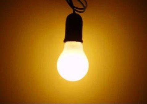 daftar alat elektronik rumah yang boros listrik bola lampu